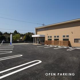 広々とした駐車場と便利な立地環境